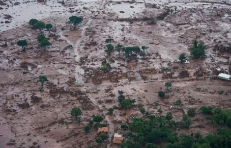 Distrito de Bento Rodrigues en Mariana (MG) soterrado por el lodo- Foto: Douglas Magno/O tempo